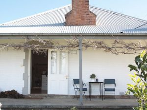 Old Schoolhouse Milton - Tourism Bookings WA
