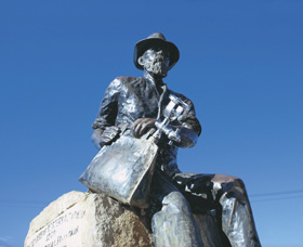 Paddy Hannans Statue - Tourism Bookings WA