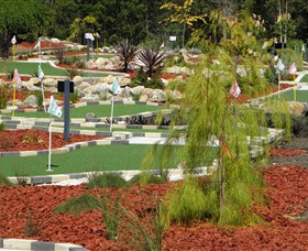 18 Hole Mini Golf - Club Husky - Tourism Bookings WA