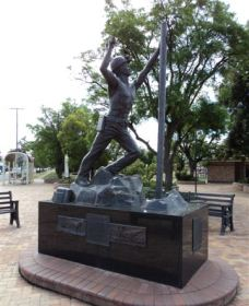 Miners Memorial Statue - Tourism Bookings WA