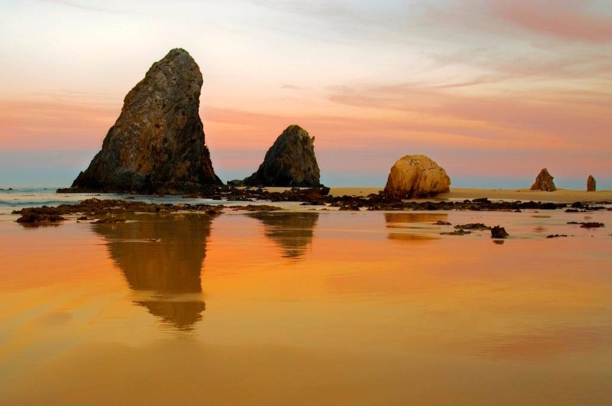 Glasshouse Rocks and Pillow Lava - Tourism Bookings WA