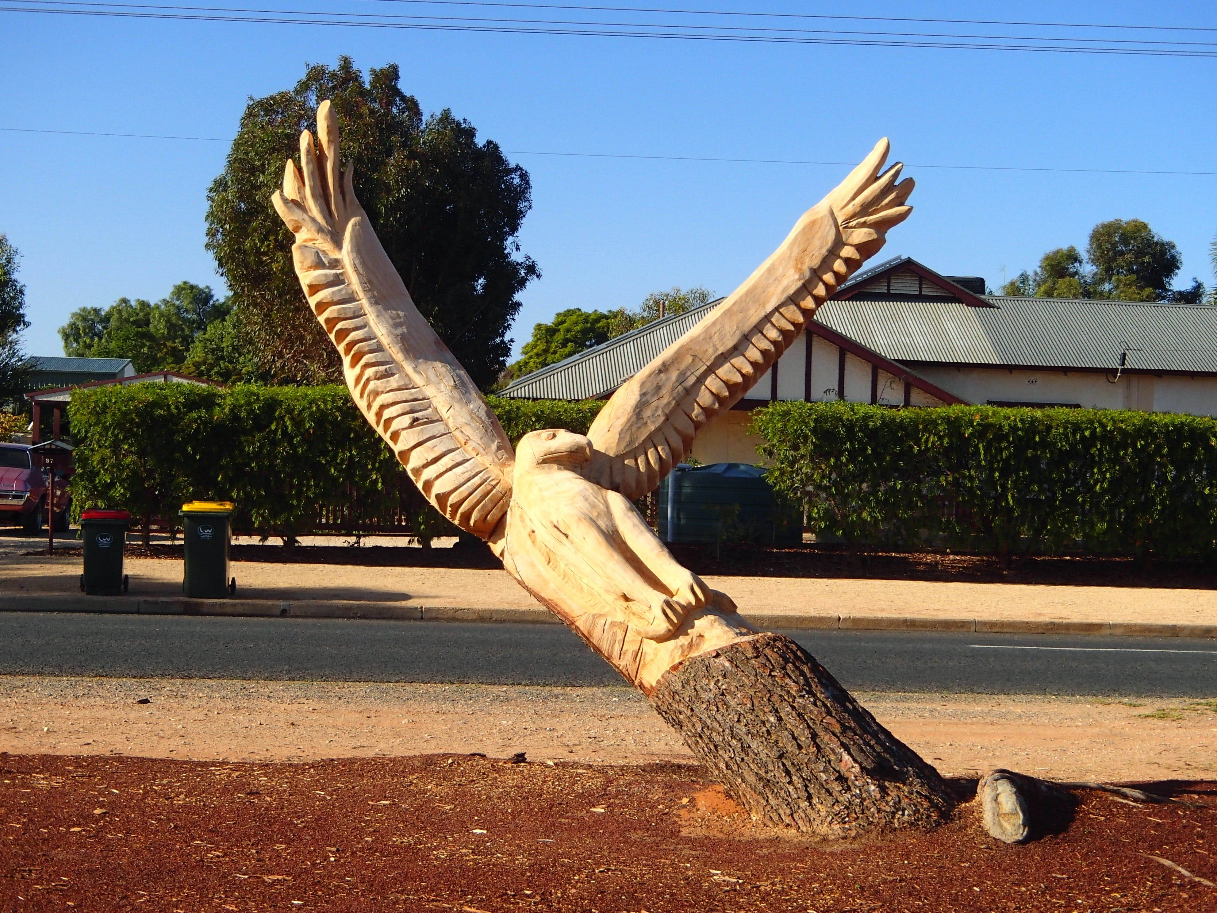 Loxton Tree sculptures - Tourism Bookings WA