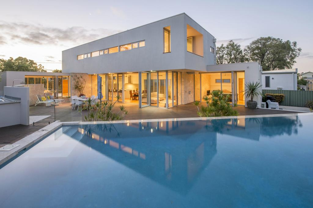 Cinque - Luxury Family Home with Pool Close to Beach and Town Dunsborough