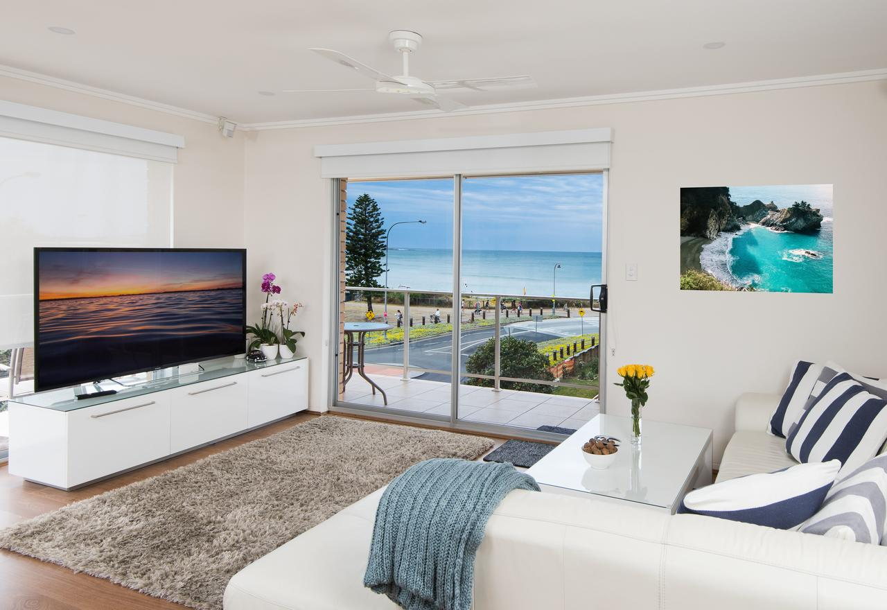 Stylish 3 Bedroom Beachview Apartment - Tourism Bookings WA